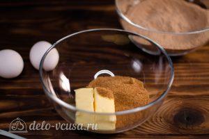 Брауни с кэробом: Соединить сахар с маслом