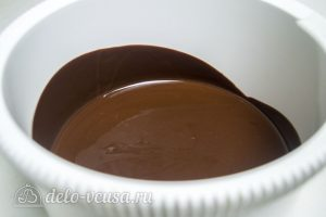 Кофейный брауни с орехами: Шоколад остудить
