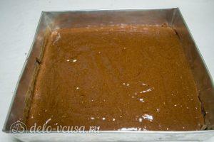 Кофейный брауни с орехами: Вылить тесто в форму