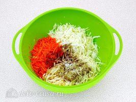 Салат из капусты с морковью и корнем сельдерея: Соединить ингредиенты