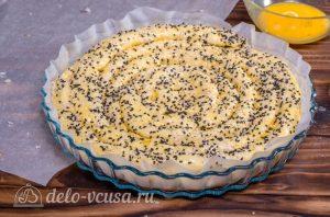 Пирог улитка с сыром и ветчиной: Посыпать пирог кунжутом