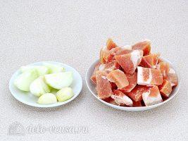 Плов с фрикадельками в мультиварке: Подготовить чеснок и мясо