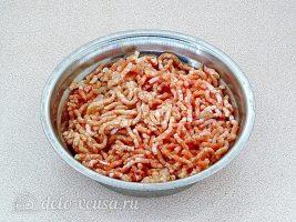 Плов с фрикадельками в мультиварке: Измельчить мясо
