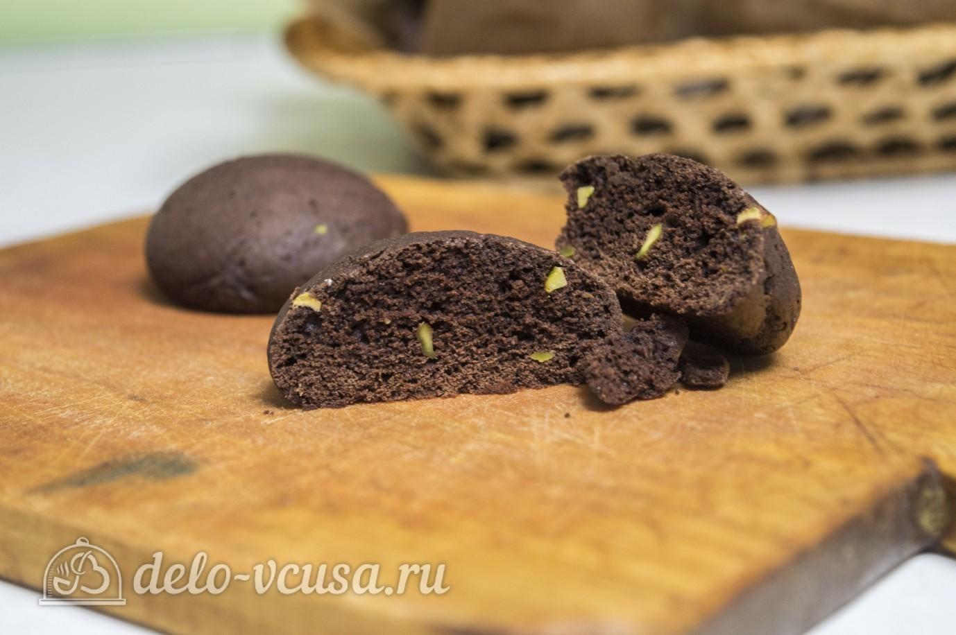 Шоколадное печенье с фисташками готовы