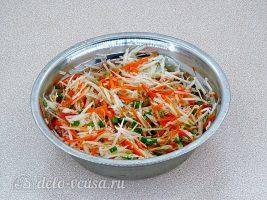 Салат из черной редьки и моркови: Все хорошо перемешать