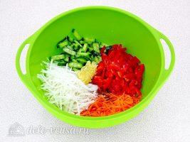 Салат из дайкона по-корейски: Соединить все ингредиенты