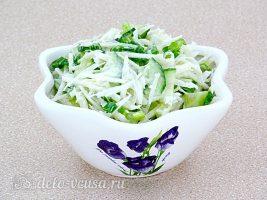 Салат из черной редьки с огурцом готов