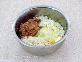 Рисовые шарики со шпротами: Соединить ингредиенты