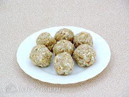 Рисовые шарики со шпротами: Сформировать шарики