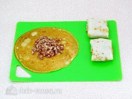 Блинчики с куриными желудками и рисом: Завернуть начинку в блины