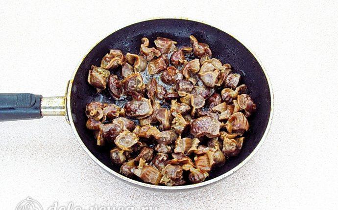 Блинчики с куриными желудками и рисом: Обжарить до румяного цвета