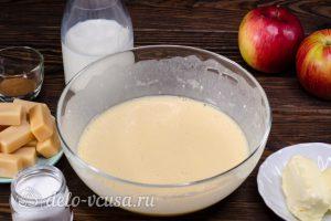 Блинный торт с яблоками: Все хорошо перемешать