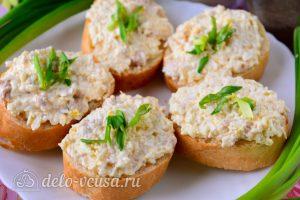 Бутерброды с печенью трески и яйцами готовы
