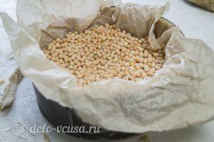 Ореховый чизкейк: Засыпать крупой и отправить в духовку
