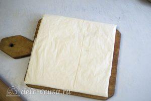 Слоеное дрожжевое тесто: Сформировать пласт из масла