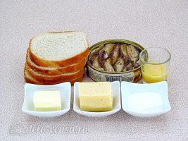 Горячие бутерброды со шпротами и сыром: Ингредиенты