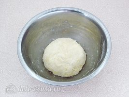 Печенье на пиве и сметане: Замесить тесто