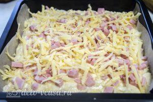 Пирог с ветчиной и сыром: Вылить тесто в форму