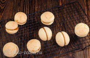 Пирожное Персики: Попарно соединяем половинки