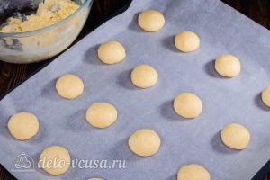 Пирожное Персики: Сформировать шарики