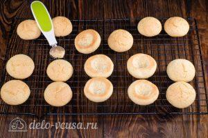 Пирожное Персики: Вырезаем сердцевину