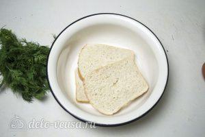 Рыбные котлеты из хека: Залить хлеб молоком