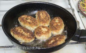 Рыбные котлеты из хека: Жарим котлеты на сковороде