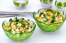 Салат с рыбными консервами и кукурузой