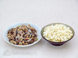 Рыбный салат с рисом: Отварить рис и разобрать рыбу