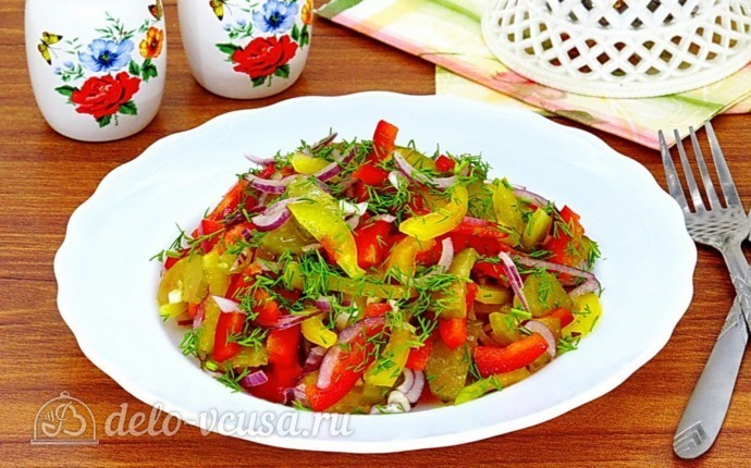 Салат из болгарского перца и соленых огурцов