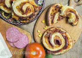 Слоеные улитки с колбасой и сыром