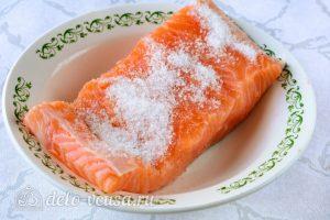 Малосоленая семга: Посыпать рыбу смесью