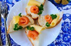 Бутерброды с семгой и сыром