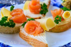 Бутерброды с семгой и сыром готовы
