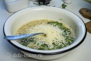 Фриттата с креветками: Добавить сыр и зелень