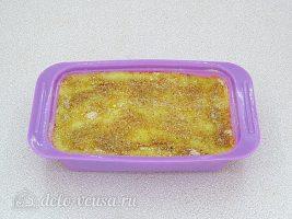 Картофельная запеканка с рыбными консервами: Посыпать сухарями