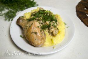 Куриные ножки с грибами в соусе готовы
