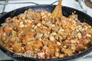 Мясо с фасолью в томатном соусе: Тушим до готовности