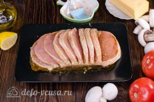 Мясо Гармошка: Смазать мясо маринадом со всех сторон