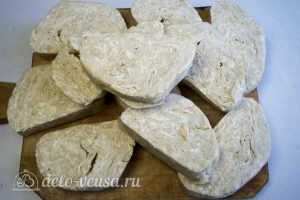 Торт Наполеон домашний с вареньем: Разделить тесто на 12 частей