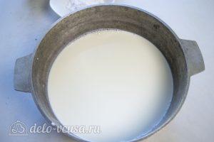 Торт Наполеон домашний с вареньем: Вскипятить молоко с сахаром