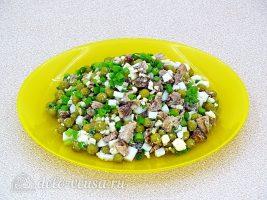 Салат из рыбной консервы с горошком: Все хорошо перемешать