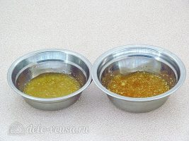 Молочное желе с клюквой: Залить желатин водой