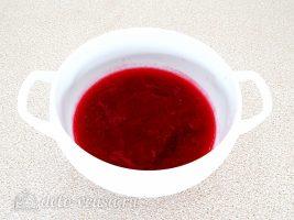 Молочное желе с клюквой: Отжать клюквенный сок