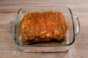 Буженина в духовке: Натереть мясо