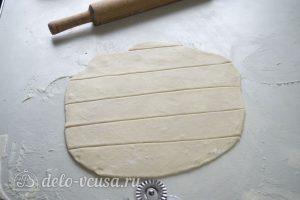 Галушки по-чеченски: Раскатать тесто и порезать на полоски