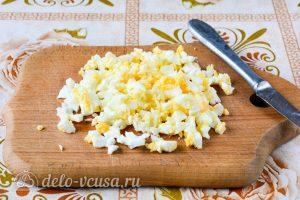 Картофельная начинка для пирожков с яйцом: Нарезать яйцо