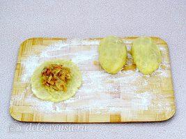 Картофельные зразы с квашеной капустой: Формируем зразы