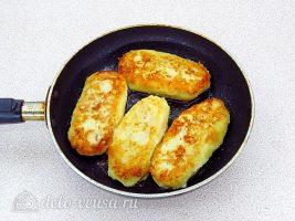 Картофельные зразы с квашеной капустой: Жарим на сковороде