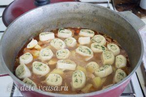 Нудли с картошкой и мясом: Отправляем нудли к овощам